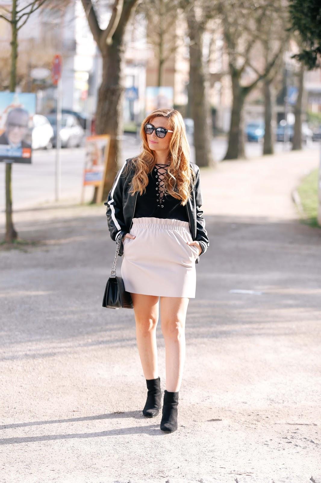 Sommertrend2017-blogger-outfit-wie trägt-man-eine-college-jacke