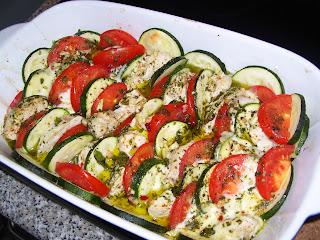https://sommerlese.blogspot.com/2015/05/sommerauflauf-mit-tomaten-zucchini-und.html