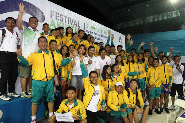 Jawa Timur Juara Umum Festival Akuatik Indonesia 2017