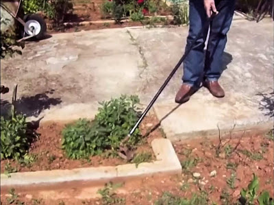 Κατασκευή εργαλείου για κόψιμο αγριόχορτων.