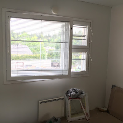 ikkunan maalaus valkoiseksi