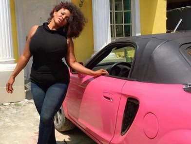 cossy orjiakor car fake eyelashes
