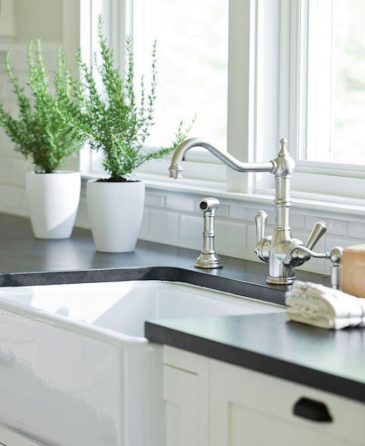 white kitchen cabinets and farmhouse sink | decorpad