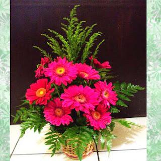 toko bunga cibubur menjual rangkaian bunga meja