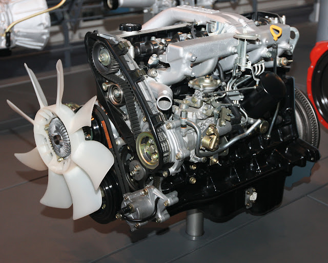 1989_Toyota_1HD-T_Type_engine_front