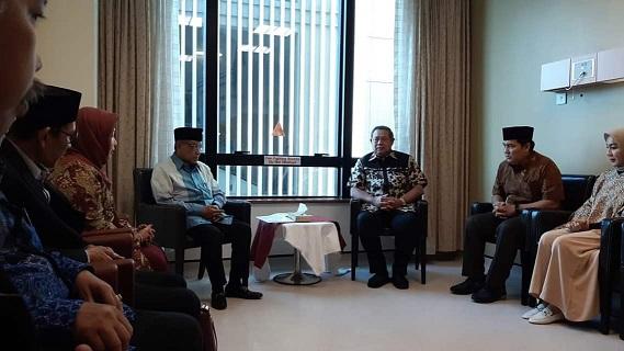 Kiai Said dan Jajaran PBNU Besuk Ani Yudhoyono di Singapura