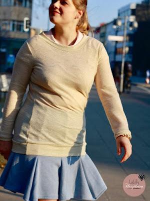 Selbstegnähtes Outfit in beige, blau und rosa, Damenkleidung selber nähen.