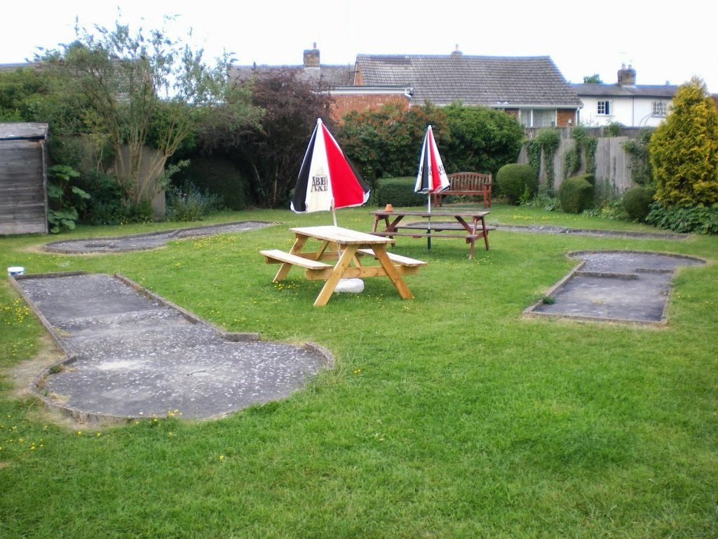 The 4-hole Mini Golf course layout at The Dolphin pub in Melbourn (May 2010)