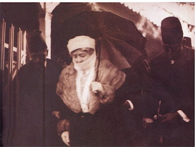 Sultana Melek in 1940s while wearing the Turkish Yashmak