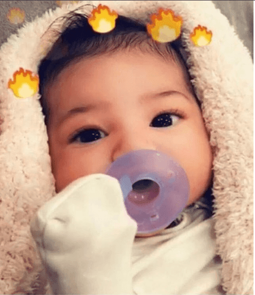 Luxury Makeup - Kylie Jenner Reveals  Her Baby Stormi On Snapchat