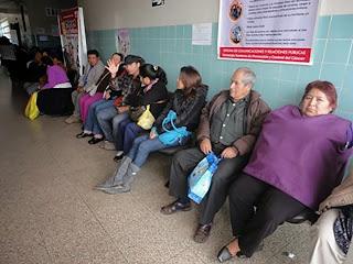 Resultado de imagen para largas colas en el hospital regional de Huacho