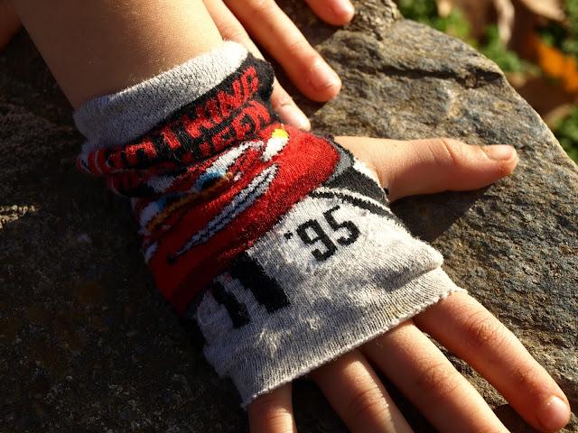 Πως-να-μετατρέψετε-τις-τρύπιες-κάλτσες-σας-σε-ένα-ζευγάρι-γάντια!