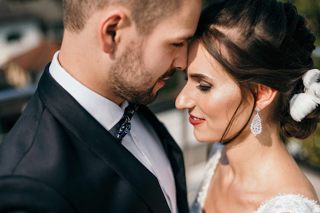 Elegancki ślub w stylu klasycznym.