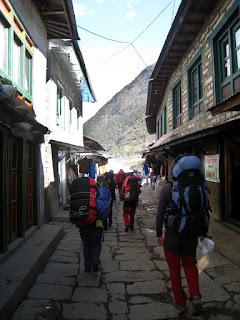Empezando el 'trekking' desde Lukla