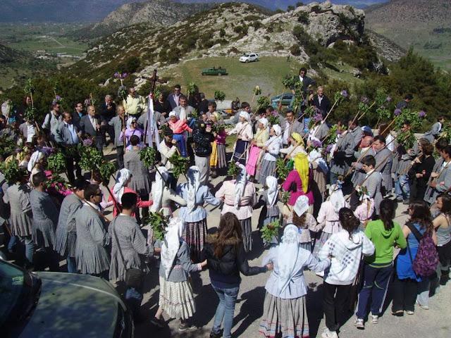 Με 300 λαϊκούς μουσικούς και χορευτές κλείνει το Φεστιβάλ Επιδαύρου