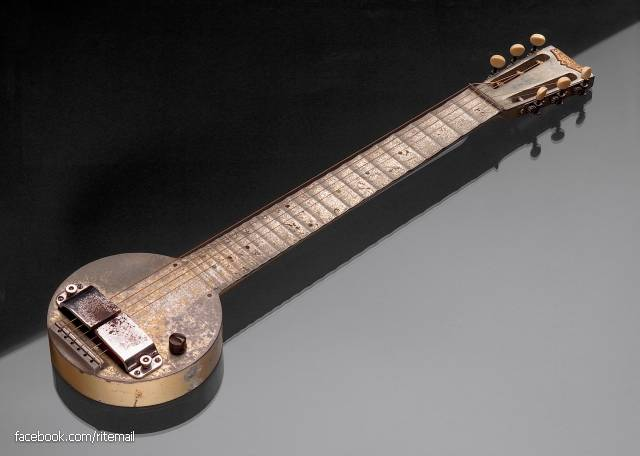 First electric guitar was created by George Beauchamp and Adolph Rikenbekerom in 1931. She had a metal case.