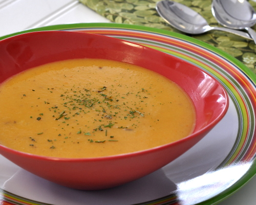 Healthy Carrot Soup ♥ KitchenParade.com, my cousin's famous carrot soup recipe, creamy even though it's made with skim milk, not cream. Weight Watchers Friendly. Low Carb. Rave reviews!