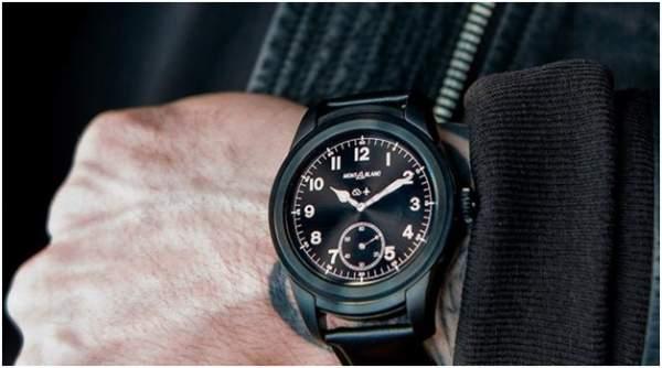 Smartwatch mewah merk Montblanc Summit