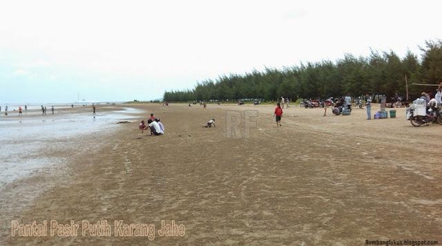 Pantai Pasir Putih Karang Jahe Rembang