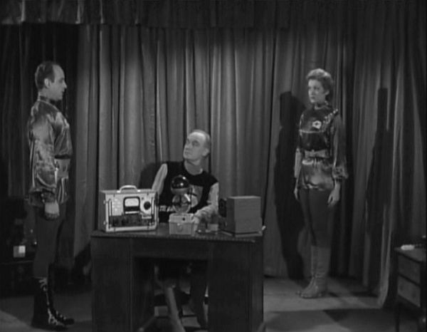 bitchy aliens - Plan 9 From Outer Space