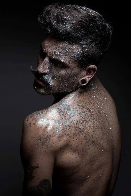 glitter no cabelo masculino