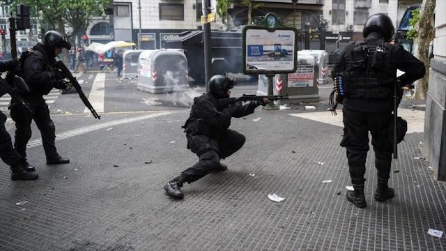 "Autorizan a Policía de Argentina disparar ""sin dar aviso"""