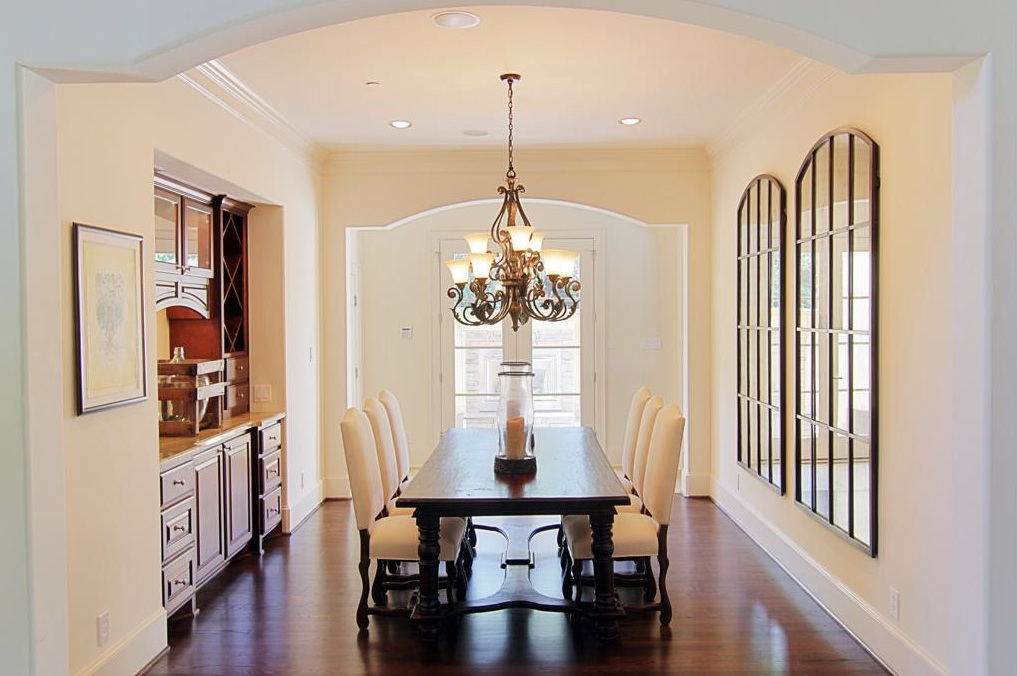 Light And Bright Tuscan Style Dining Room Entryway Foyer