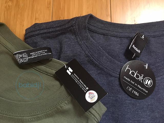 gros plan sur les étiquettes des tshirts habit une marque mauricienne