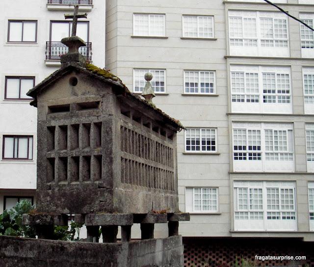 Piornos ou hórreos - silos típicos da Galícia