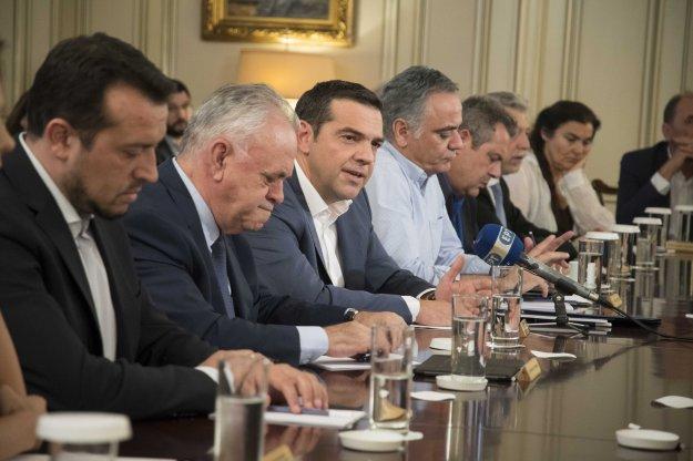 FT: Ο Τσίπρας δεν έχει πείσει ότι το πελατειακό κράτος τελείωσε