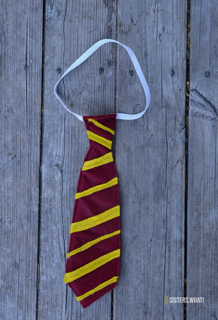 DIY Little Gryffindor Harry Potter Tie out of felt and elastic