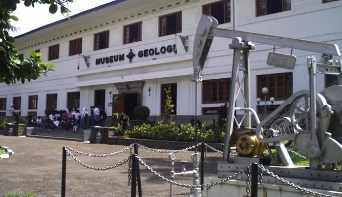 Tempat Wisata di Bandung Pusat  Museum Geologi Bandung