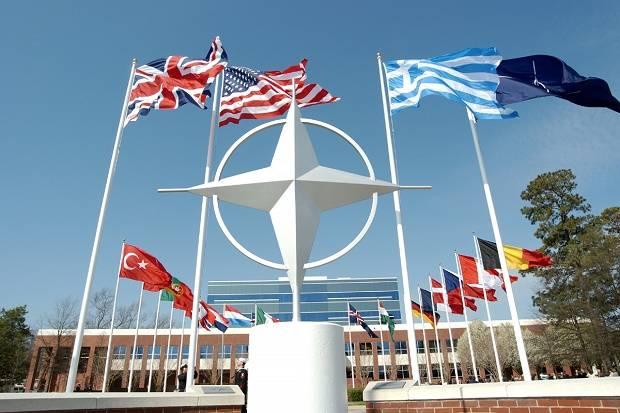 NATO Coba Bujuk Obama Untuk Runtuhkan Rusia