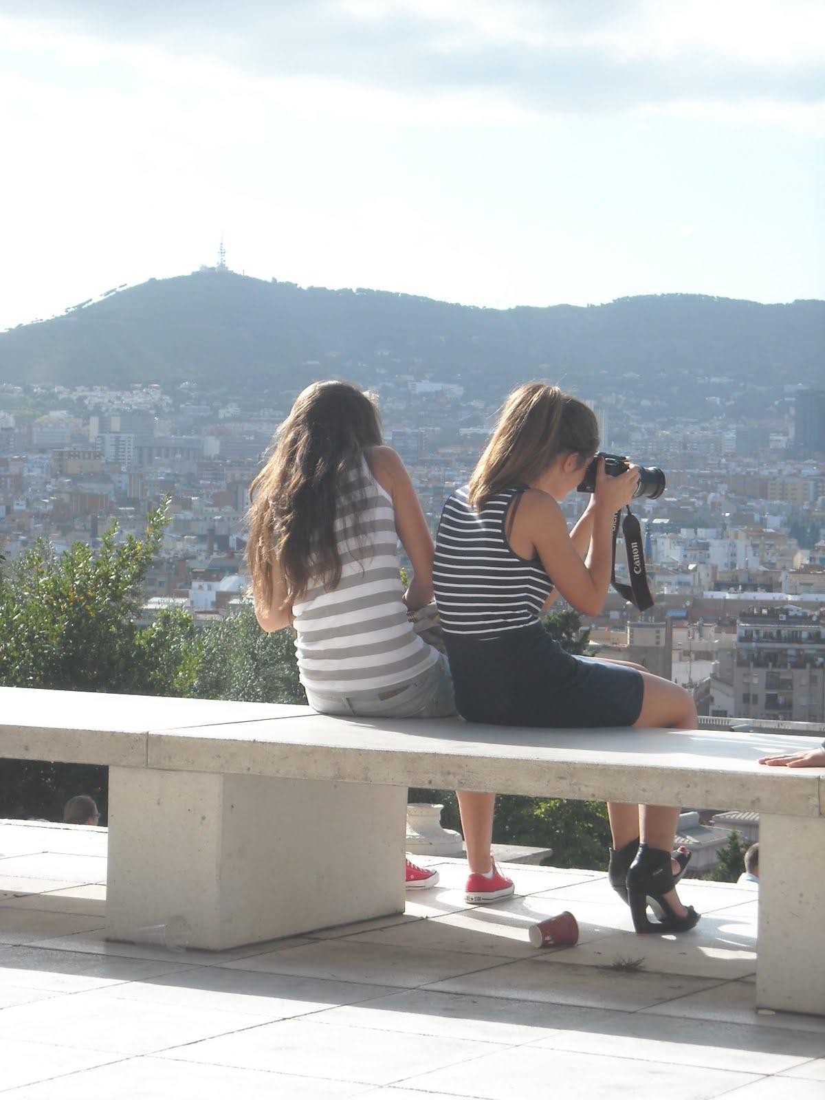 Guardate queste 2 ragazze come spompinano il tipo - 3 2