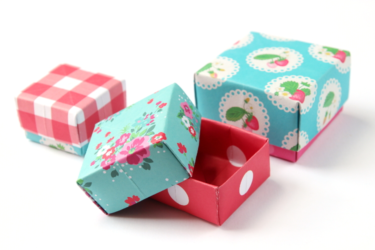 DIY ORIGAMI BOXES // Click through for video tutorial