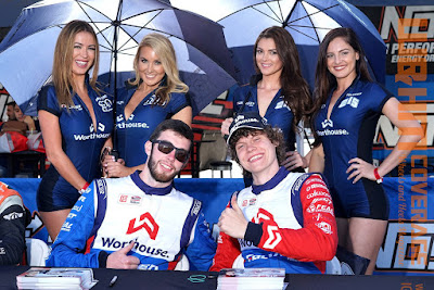 Worthouse Racing driver Jeames Deane (left) with fellow driver and the awesome grid girls Vanessa, Christina Riordan, Kirsten Nicholson, and Jessica Diane at autograph signing