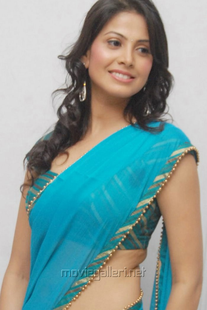 Arshi Khan accuses priest of sexual harassment - Bombay Times