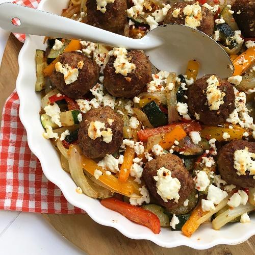 Gyros-Hackbällchen mit Paprika-Zucchini-Zwiebelgemüse
