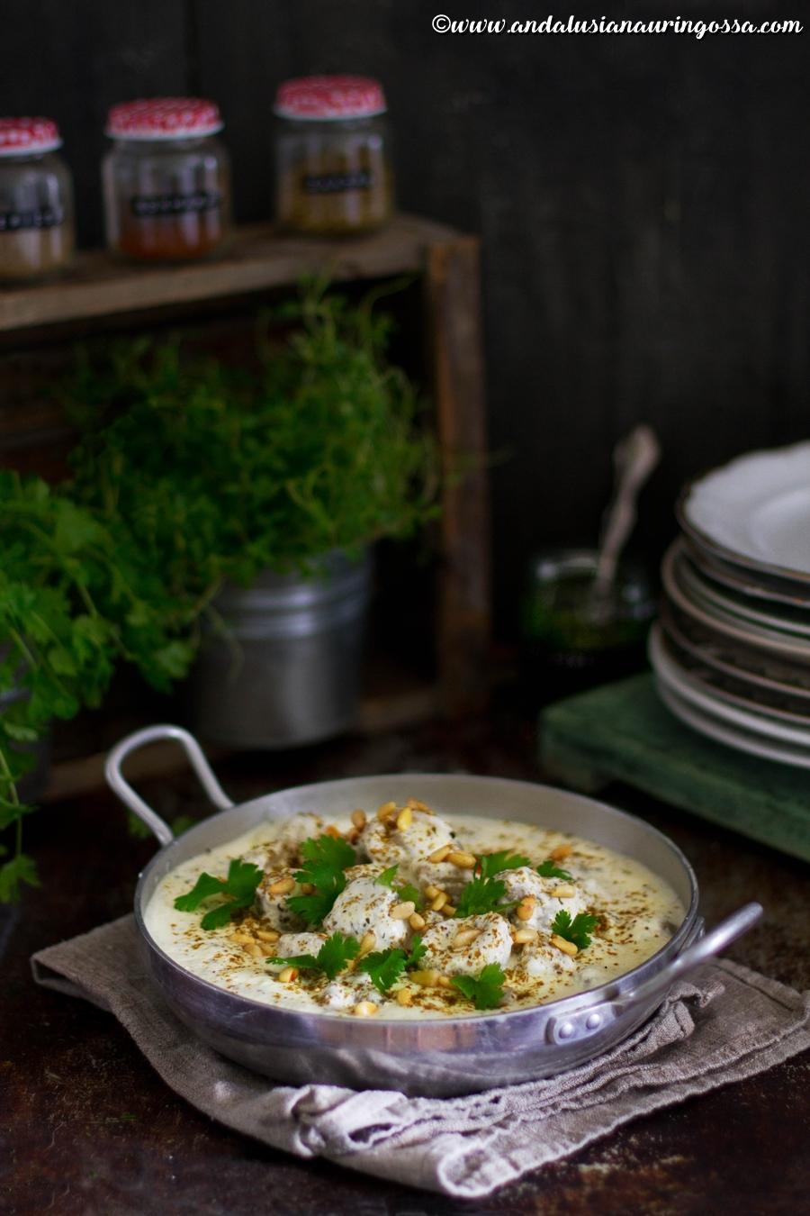 shish barak_Andalusian auringossa_kulinaristiretkia Jerezista Jerusalemiin_ruokablogi_lammasnyytit_jogurttikastikkeessa