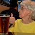 Idosa de 103 anos diz que o segredo para viver mais é beber Cerveja todos os Dias