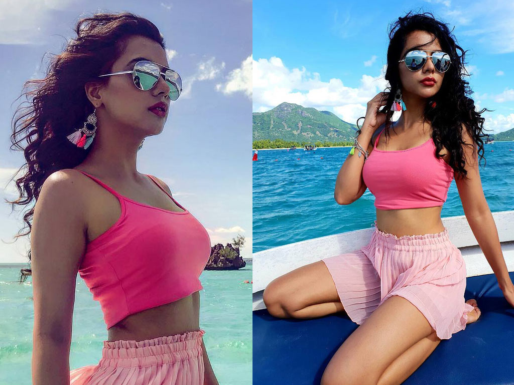 Ruhi Singh - Hot Bikini Photos | Ruhi Singh Pictures