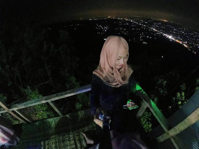 foto selfie di bukit bintang jogja
