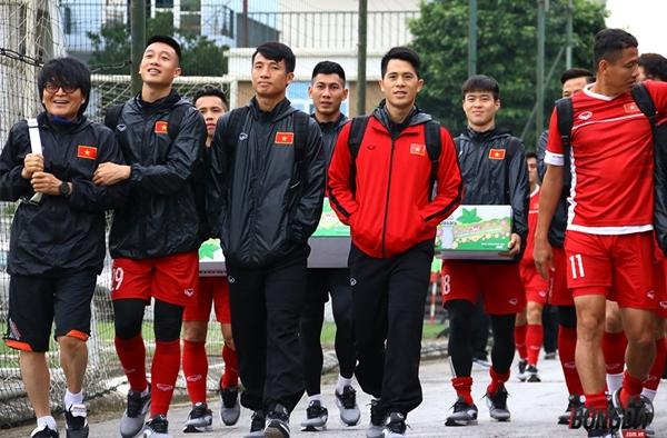 Việt Nam tái đấu Malaysia: Thầy Park Hang-Seo cho học trò tập hóa giải tình huống cố định