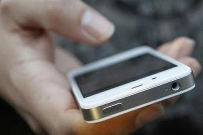 Фейковий поліцейський викрадає у дітей смартфони