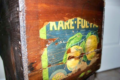 apple crate table http://bec4-beyondthepicketfence.blogspot.com/2011/08/great-apple-crate.html