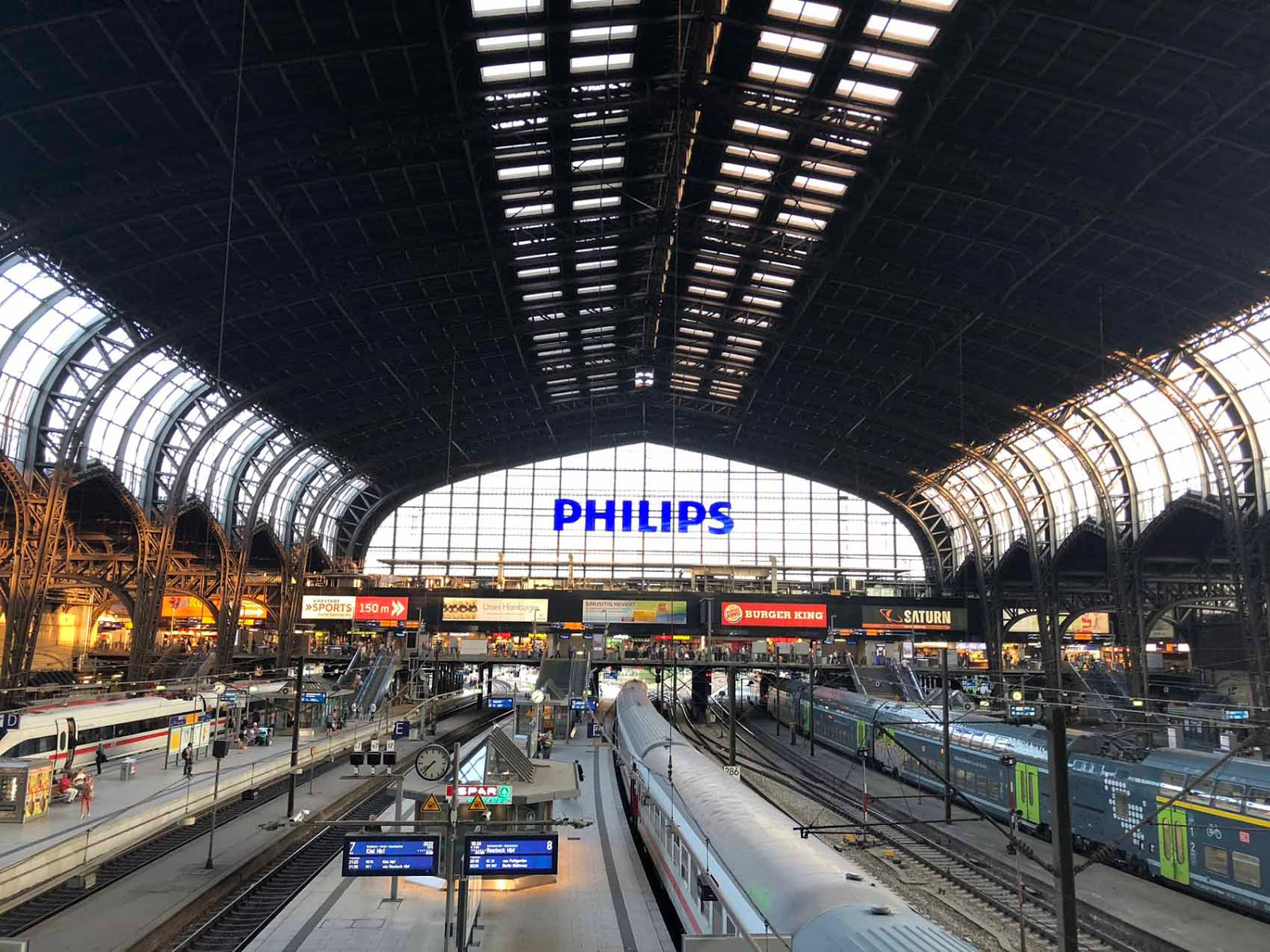 Hamburg railway station juna-asema Hampuri Hamburg Hauptbahnhof