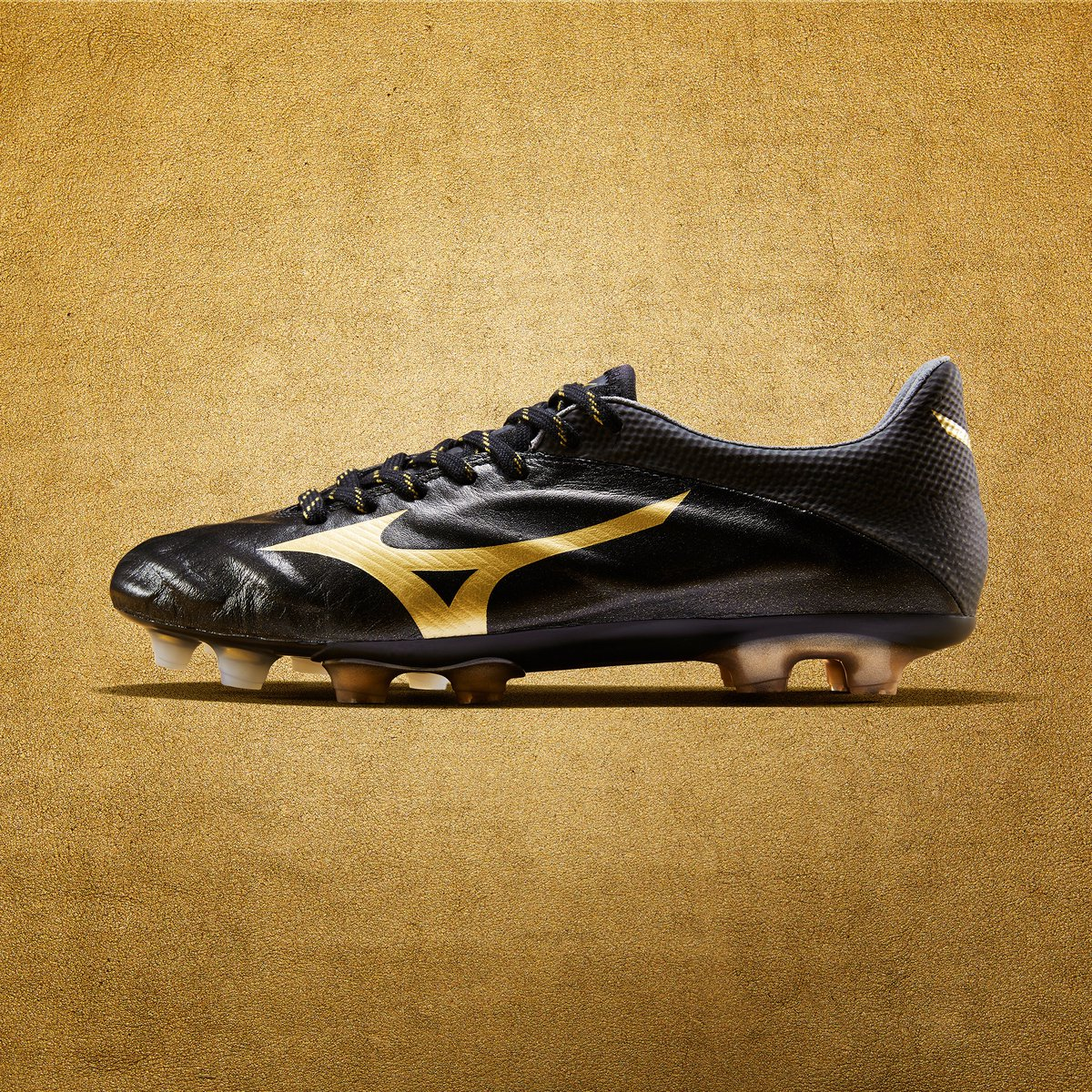 huge discount 46adc 39adf Stunning Gold / Black Mizuno Premium Boots Pack Released ...