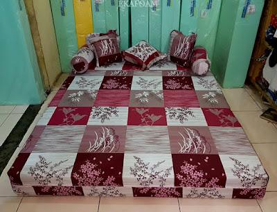 Sofa bed inoac motif abstrak padi merah maroon