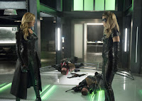 Katie Cassidy and Juliana Harkavy in Arrow Season 6 (12)