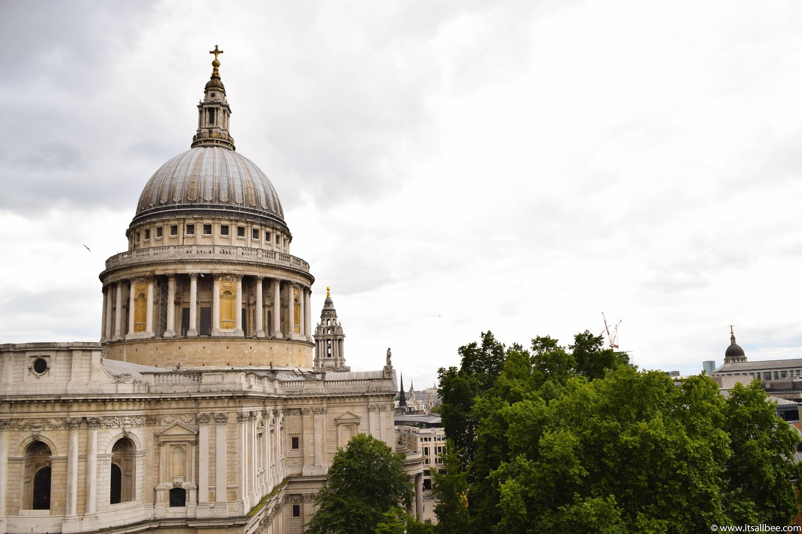 A 1 Day London Itinerary   A Locals Guide to London #itsallbee #traveltips #bloggers #London #UK